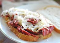 Delicatessen Vegan Corned Beef on Rye